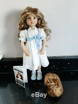 # 1 Petit Chéri Sculptée Par Dianna Effner Artiste Lana Dobbs Souliers Formels 2 Perruques
