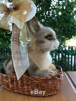 Aiguille-laine Feutrées Main-ooak-lapin Dans Un Panier