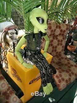 Alien Green Alien Doll, À La Main, Pièce Unique De 3 Pi. Alien Tall Disquette Sans Fil :