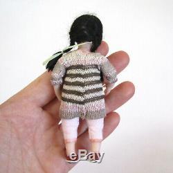 Dollhouse Artisan Sculpted Girl Doll Vtg Artiste Miniature Faite À La Main Enfant
