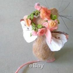 Feutre Aiguilleté Fantaisie Summer Rose Fleur Souris Fée Ailsa Artiste Robin J Andreae