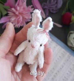 Lapin Miniature En Peluche. Poupée D'art Ooak. Lapin Miniature