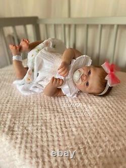 Reborn Baby Girl Doll Ever Realborn With Coa Par L'artiste Britannique Sara Jeffery