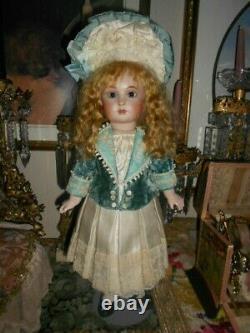 Reproduction Antique Français Halopeau Artiste Bisque Doll